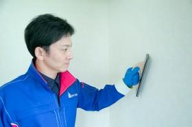 専用洗剤で壁紙を洗浄